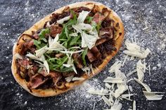 Sirloin, Caramelised Onion and Balsamic Pizza - Make delicious beef recipes easy, for any occasion Caramelized Onions, Food Styling, Vegetable Pizza, Beef Recipes, Main Dishes, Easy Meals, Carmelized Onions, Meat Recipes, Main Course Dishes