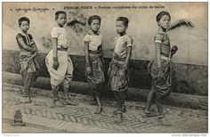 CAMBODGE Phnom Penh Petites coryphées du corps de ballet