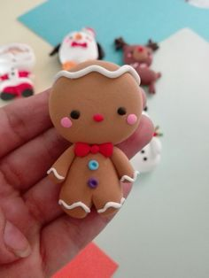 Imán de Galleta de jengibre decoración navideña  #decoracióndenavidad #decoration #kawaiichristmas #christmas #crafts #foamymoldeable #clay #galletadejengibre #gingerbreadman #porcelanafria #porcelanicron #coldporcelain #miniatura #navideño #foam #muñecosnavideños #pastaflexible Polymer Clay Ornaments, Polymer Clay Canes, Polymer Clay Flowers, Polymer Clay Miniatures, Fimo Clay, Polymer Clay Creations, Handmade Polymer Clay, Clay Beads, Polymer Clay Christmas