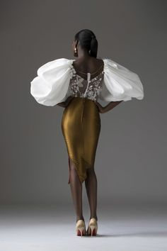 Tubo Depicts The Classic Feminine Form With This Timeless & Ultra Gorgeous Bridal Collection African Fashion Designers, African Men Fashion, Womens Fashion, Africa Fashion, Belle Silhouette, Ex Machina, Glamour, Fashion Show, Fashion Tips