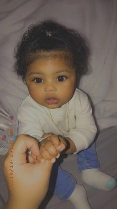 funny baby pictures with captions ; Cute Mixed Babies, Cute Black Babies, Black Baby Girls, Beautiful Black Babies, Cute Little Baby, Cute Baby Girl, Pretty Baby, Little Babies, Baby Love