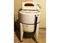 A 1950s Magtag wringer washing machine, Model K-1392.  BEEUUTIFUL!!!  At the time of cataloging, EBTH was unable to determine the working condition of this item and it is being sold 'as-is.' Refunds based on the...