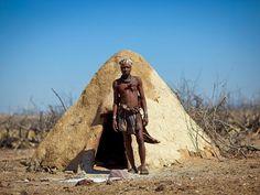 les maisons typiques en angola//Elola village, tribu Muhimba (près de Himba)