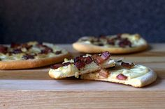 pizza with bacon AND caramelized onions. Will use Greek yogurt instead of sour cream, easy