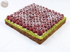 Mmh la bonne tarte au pistaches et à la framboise ! On sait très bien que vous ne résisterez pas à son goût si délicieux. Retrouvez la recette sur notre blog.