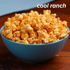 Recipes Snacks Salty This cool ranch-flavored popcorn recipe is a quick and satisfying snack. Whip it up for friends in under 30 minutes. They will love the tangy ranch mixed with the peppery paprika. It's so easy, but tastes delicious. Popcorn Seasoning, Homemade Popcorn, Flavored Popcorn, Gourmet Popcorn, Popcorn Snacks, Pop Popcorn, Butter Popcorn, Appetizers, Mexican Quinoa