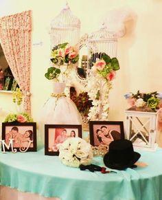 Mesa de ambientación en despedida de soltera de parejas, con tema de novio y novia vintage!!