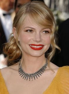Michelle Williams Then - Celebrity Red Carpet Beauty Looks Then and Now - Photos Michelle Williams, Oscar Hairstyles, Wedding Hairstyles, Side Chignon, Chignon Hairstyle, Bridal Hairstyle, Ponytail, Little Girl Names, Beauty Treats