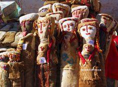 Purmamarca, Jujuy Province-Argentina: bambole di pezza al mercato