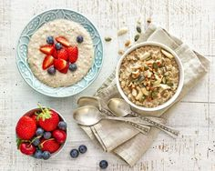 41447935 - two bowls of various porridge for healthy breakfast, top view Granola, Bowls, Whole Food Recipes, Healthy Recipes, Sugar Intake, Simple Way, Nutella, Healthy Eating, Food Blogs