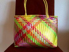 Etsy の Huichol Bag by xempasuchil