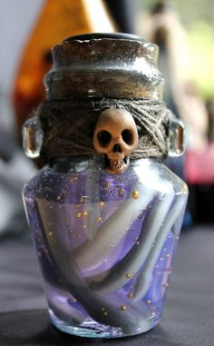 Find a way to DIY this cute little potion for halloween