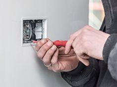 met elektrotechniek kan je bij mensen thuis een beveiliging aanleggen