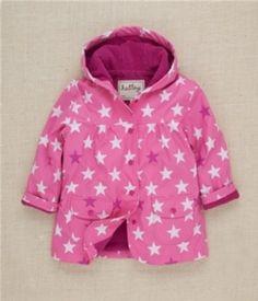 Impermeable niña Hatley Pink Stars con acogedor interior de felpa. Exterior impermeable 100% poliuretano. Interior 78% algodón, 22% poliéster. $26.91 euros