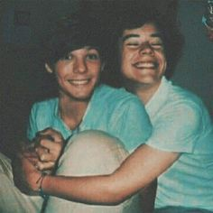 2 people text that says larrymods Carta de Louis a HarryYou can find One direction and more on our people text that says larrymods Carta de Louis a Harry One Direction Wallpaper, One Direction Pictures, One Direction Harry, Louis Tomlinsom, Louis And Harry, Larry Stylinson, Larry Shippers, Love Of My Life, My Love