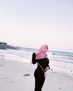 Apa caption nya 😊😁 Whatsapp Phone Number, Hijab Jeans, Sweet Girls, Captions, Asian Girl, Sexy, Beauty, Instagram, Fashion
