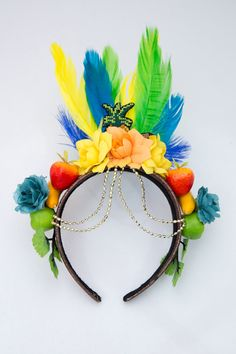 Arco Brasil Pandeiro da Can-Can, R$ 89, (11) 2936-1323 Brazil Costume, Havana Nights Party, Corona Floral, Diy Headband, Headbands, Brazil Carnival, Caribbean Carnival, World Thinking Day, Nye Party