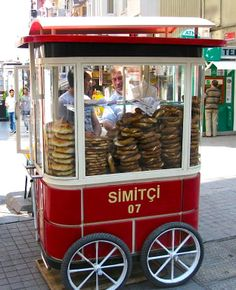 Istanbul's food cart: simit!