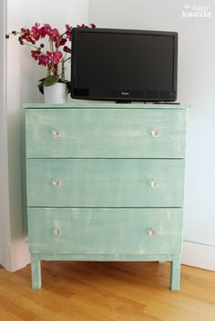 IKEA dresser hack #DIY #paintedfurniture #IKEAhack - www.countrychicpaint.com/blog