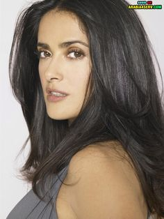 Salma Hayek Hairstyles: Fluffy Straight Haircut This fluffy straight hairstyle is really sassy and it oozes a casual-chic. The haircut is best suited for women who like neutral fashion style. It can make you cool and tempting at the same time. Salma Hayek Hair, Salma Hayek Style, Salma Hayek Body, Beautiful Celebrities, Beautiful Actresses, Most Beautiful Women, Beautiful People, Absolutely Stunning, Salma Hayek Pictures