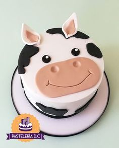 Simple Fondant Cake, Fondant Cake Designs, Fondant Cakes, Cupcake Cakes, Cow Birthday Cake, Pretty Birthday Cakes, Planet Cake, Cow Cakes, Simple Cake Designs