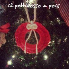 Mini wreath red christmas tree ornament. crochet diy