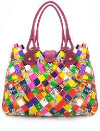 How to Recycle: Elegant Gift for Christmas - Recycled Candy Wrapper Handbags and Purse Candy Wrapper Purse, Candy Wrappers, Diy Clothes Accessories, Handbag Accessories, Latest Handbags, Purses And Handbags, Sun Crafts, Eco Friendly Bags, Recycled Fashion