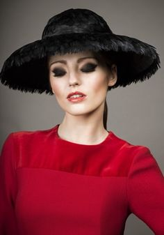 de9f7fd1245 Rachel Trevor-Morgan s Millinery Sample sale shop offers beautiful Hats and  headdresses Samples at special prices