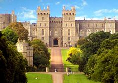 Really Great Resource of Why you must see Windsor Castle. Know More about Why you must see Windsor Castle here The Places Youll Go, Places To See, Famous Castles, Haunted Castles, Neuschwanstein Castle, Most Haunted, Things To Do In London, England And Scotland, Windsor Castle