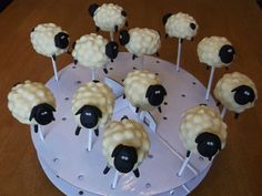 Sheep cake pop idea... Use quartered marshmallows and white chocolate... Must try