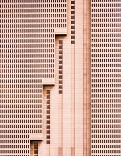 """The tallest building in Fort Worth, Texas, is this simple brutalist … - Architecture Design Ideas Architecture Design, Conceptual Architecture, Minimalist Architecture, Architecture Geometric, Contemporary Architecture, Classical Architecture, Arquitectura Wallpaper, Landscape Arquitecture, Urban Landscape"