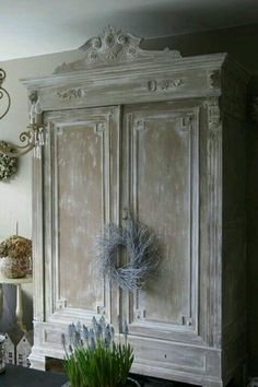 If You Have Old Furniture That You Think of Throwing, Think Again. You Can Make Your Furniture Look Great with an Easy Hand Skill - Explore Trending - If You Have Old Furniture That You Think of Throwing, Think Again. You Can Make Your Furniture Look - French Country Bedrooms, French Country Cottage, French Country Style, Cottage Style, Vintage Country, Country Living, Top Country, Swedish Style, Cottage Living