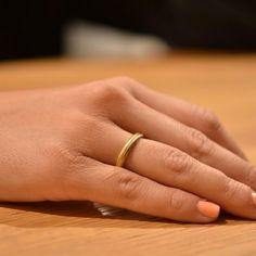 Για ακόμη μία χρονιά, η τάση που επικρατεί στις βέρες για τους πιο μοντέρνους γάμους είναι το ροζ χρυσό.  Δείτε περισσότερα στο Gamos Portal Blog!  Βέρες Γάμου: MeliG Store Rings For Men, Blog, Jewelry, Fashion, Moda, Men Rings, Jewlery, Jewerly, Fashion Styles