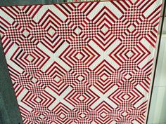 OH...WOW! I cannot figure out where the blocks begin and end here!  Marie's quilt