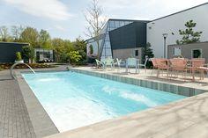 Kom langs bij het Starline Pool & Lifestyle Centre en bekijk dit Starline Dynamic zwembad van 11 meter uitgevoerd met luxe lounge trap.