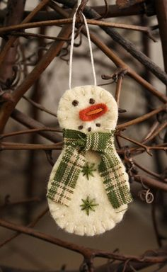 Felt Snowman Sewing Project,homemade Christmas ornament to make. Love it!
