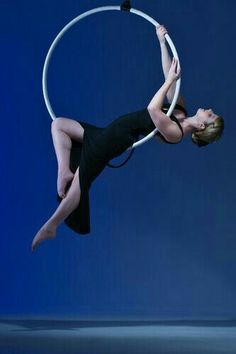 man in the moon, layback, gazelle - this would be a lovely transition Lyra Aerial, Aerial Hammock, Aerial Acrobatics, Aerial Dance, Aerial Hoop, Aerial Arts, Aerial Silks, Pole Dance, Aerial Gymnastics