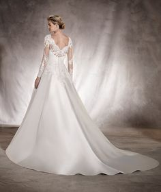 Alhambra - Wedding dress in mikado, embroidery, lace, tulle and gemstones