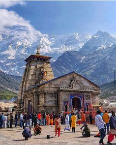 ( ・・・ Here's the Lord Shiva Temple of Kedarnath standing strong. Kedarnath Temple I Rudraprayag Uttarakhand . For Feature : Tag Us Or Use _________________________ Temple India, Hindu Temple, Shiva Hindu, Places To Travel, Places To Visit, Travel Destinations, Indian Temple Architecture, Architecture Design, Photos Of Lord Shiva