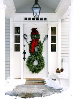 Snowman Wreath - ELLEDecor.com