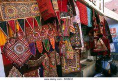 india-gujerat-bhuj-gujerati-textile-crafts-shop-in-shroff-bazaar-b02m33.jpg (640×440)