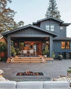 45 fabulous modern farmhouse exterior design ideas 33 « Home Decoration House Paint Exterior, Dream House Exterior, Exterior House Colors, Building Exterior, Dark Siding House, House Exterior Design, Siding Colors For Houses, Exterior Houses, Dark House