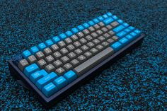 r/MechanicalKeyboards for all the Click and None of the Clack! Computer Gadgets, Tech Gadgets, Razer Gaming Mouse, Pc Gaming Setup, Key Caps, Gaming Accessories, Computer Hardware, Computer Keyboard, Video Games