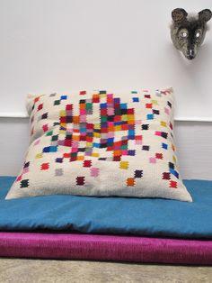 Wool Fabrique - I love their work  Coussin XL en laine tissée
