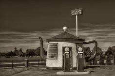 Vintage Gas Station - Zillah Teapot Dome Photograph by Mark Kiver