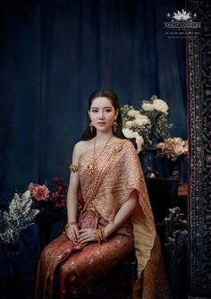 Image may contain: one or more people and people standing Traditional Thai Clothing, Traditional Dresses, Thai Fashion, Fashion Beauty, Thai Wedding Dress, Wedding Dresses, Thai Dress, Thai Style, Popular Dresses
