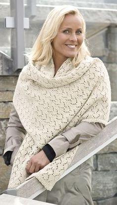 Smukt sjal, strikket i nemt hulmønster – efter et par rapporter kan man mønstret udenad!
