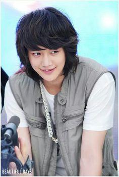 hmmm Minho's long hair days :(