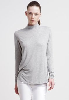 Lucil Roll Neck