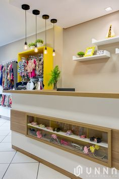 Loja Amora Melão - Mandaguari-PR - Detalhe Caixa Boutique Interior, Boutique Design, Kids Store, Baby Store, Modern Kitchen Cabinets, Kitchen Cabinet Design, Mobile Shop Design, Gift Shop Displays, Clothing Displays